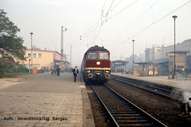 132 513 am 17.10.1981 in Magdeburg Hbf